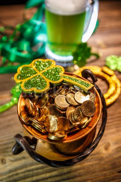 Festa di San Patrizio pot completo monete d'oro trifoglio celebrazione Foto d'archivio © grafvision