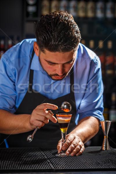 Csapos munka réteges lövés koktél kéz Stock fotó © grafvision