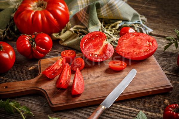 Tranche tomates ensemble rouge bois planche à découper Photo stock © grafvision