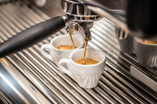 Automatisch koffiezetapparaat koffie mondstuk beker Stockfoto © grafvision