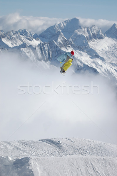 Snowboarder jumping alto montagna neve snowboard Foto d'archivio © gravityimaging