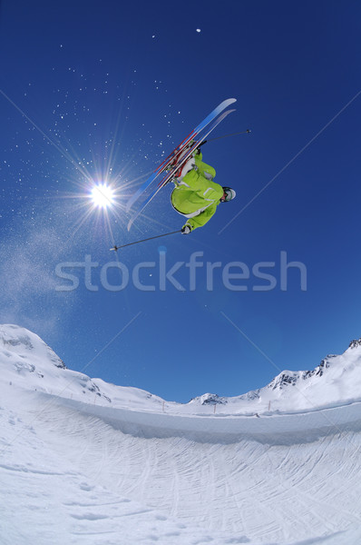 Sautant freestyle skieur air extrême sport Photo stock © gravityimaging