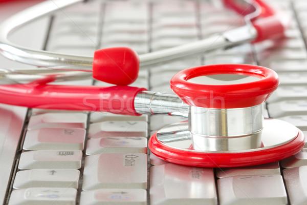 Online gyógyszer támogatás számítógép billentyűzet piros sztetoszkóp Stock fotó © Grazvydas