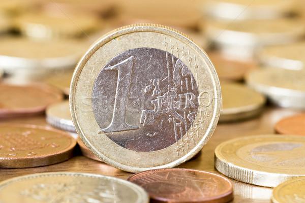 Uno euro moneta mezzo altro monete Foto d'archivio © Grazvydas