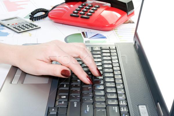 Mano digitando business ufficio internet Foto d'archivio © Grazvydas