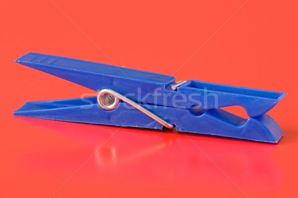 Bleu plastique pince à linge rouge isolé résumé Photo stock © Grazvydas