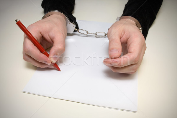 Bekentenis criminaliteit handboeien man schrijven politie Stockfoto © Grazvydas