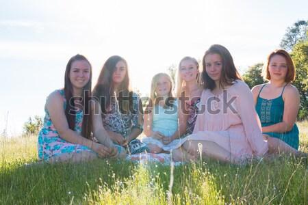 Filles séance ensemble herbeux domaine chanter Photo stock © gregorydean