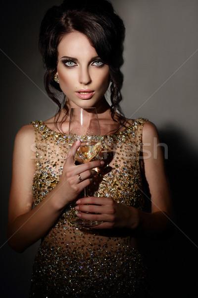Donna vetro vino abito da sera frizzante mano Foto d'archivio © gromovataya