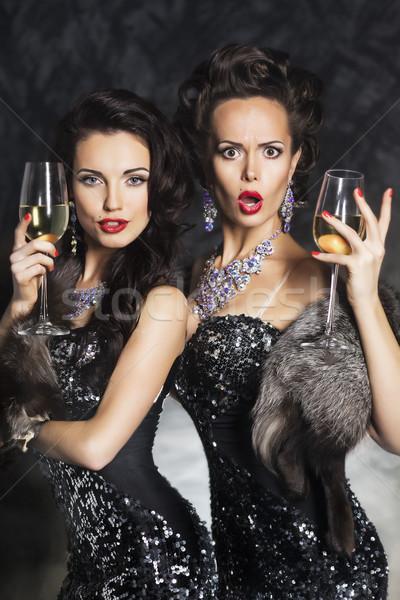 Moda kobiet pitnej szampana nightclub wesoły Zdjęcia stock © gromovataya