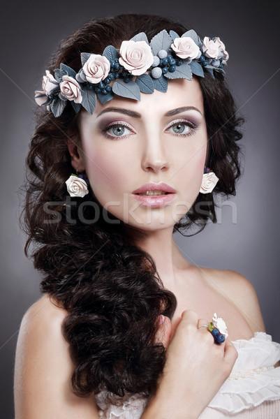 Portrait véritable femme couronne fleurs Photo stock © gromovataya