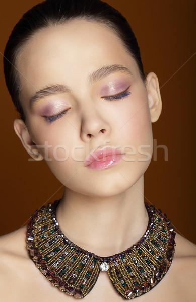 álomszerű nő csukott szemmel díszítő nyaklánc lány Stock fotó © gromovataya