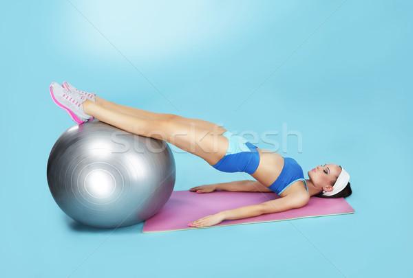 Brzuszny wykonywania kobieta fitness piłka Zdjęcia stock © gromovataya