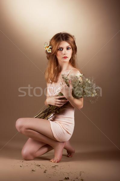Tendresse nostalgie adorable femme fleur fille Photo stock © gromovataya