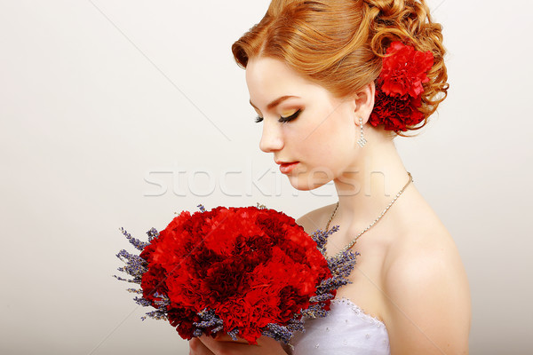 Profile calme femme rouge bouquet fleurs Photo stock © gromovataya