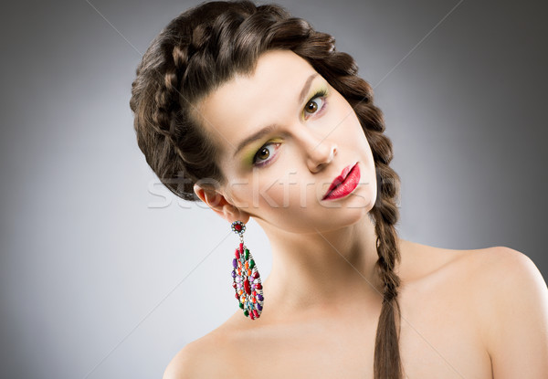 Portré fényes barna hajú ékszerek színes fülbevaló Stock fotó © gromovataya