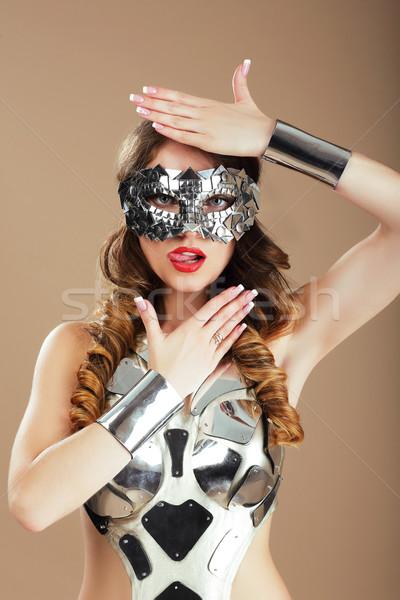 Robotachtige vrouw kosmisch masker metalen kostuum Stockfoto © gromovataya