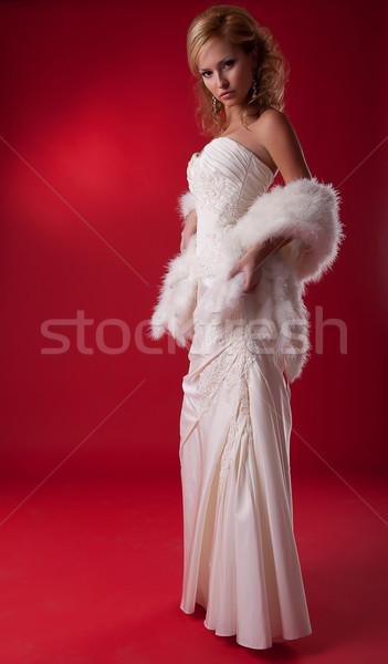 Foto stock: Noiva · moda · modelo · vestido · de · noiva · pódio · em · pé