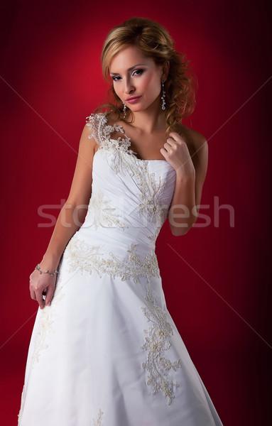 Elegáns nő menyasszony menyasszonyi fehér ruha pózol Stock fotó © gromovataya