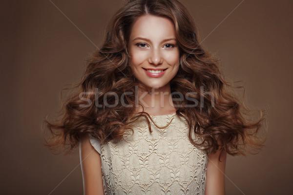 Gyönyörű boldog barna hajú hosszú fürtös mosoly Stock fotó © gromovataya
