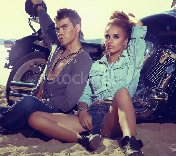 Ontspannen strand twee mensen fiets Stockfoto © gromovataya
