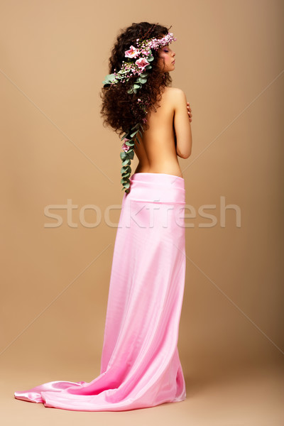 Frissesség gyengédség káprázatos göndör haj barna hajú koszorú Stock fotó © gromovataya