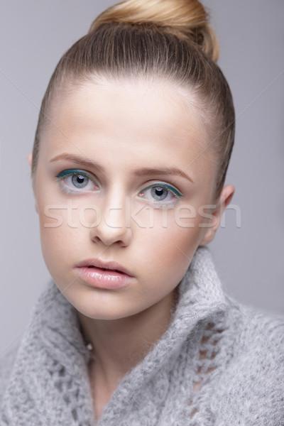 Portret młodych kobiet szary wełniany sweter Zdjęcia stock © gromovataya