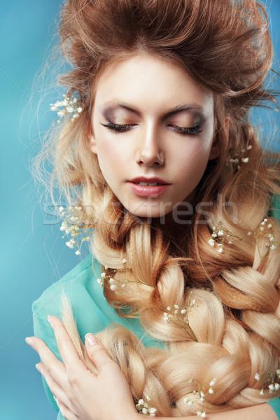 Genot vrouw bloemen bloem gezicht licht Stockfoto © gromovataya