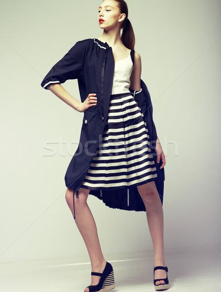 Neiging mooie mode model elegantie vrouw Stockfoto © gromovataya