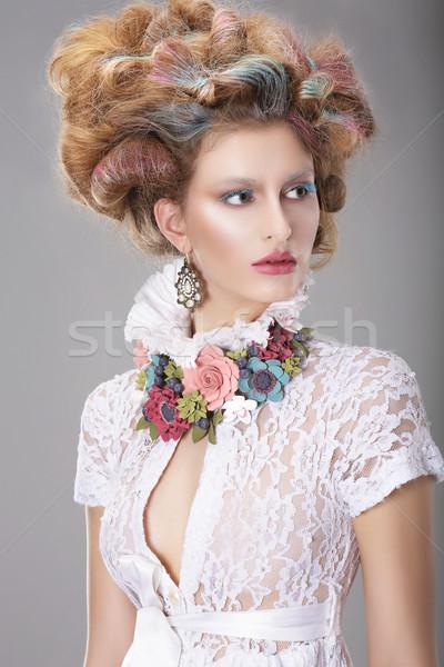 Elegancki charyzmatyczny kobieta fryzura kwiat dziewczyna Zdjęcia stock © gromovataya