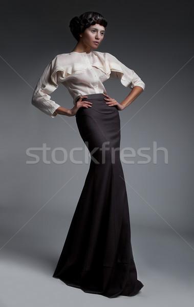 Luxuoso morena retro roupa estilo Foto stock © gromovataya