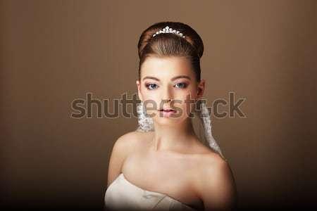 Portré fiatal barna hajú természetes smink nő Stock fotó © gromovataya
