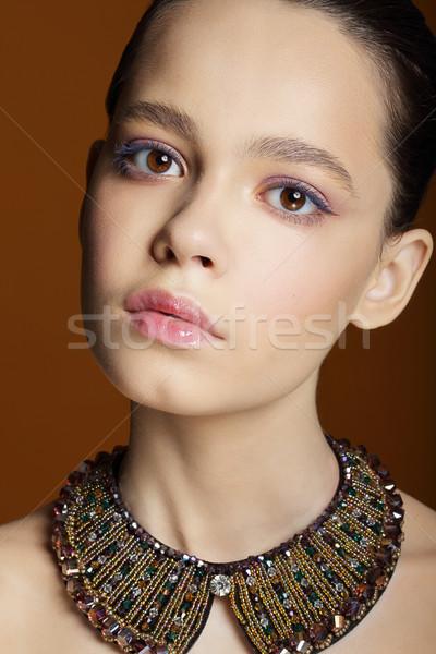 Portré fiatal aranyos nő nyaklánc lány Stock fotó © gromovataya