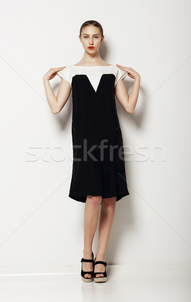 Minimalisme élégant femme mode modèle contraste Photo stock © gromovataya