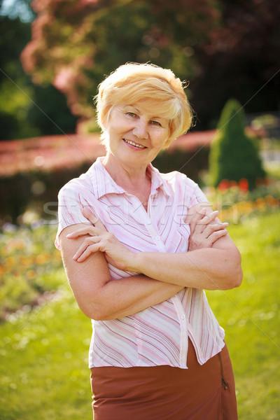 модный старший женщину пенсионер оружия рук Сток-фото © gromovataya