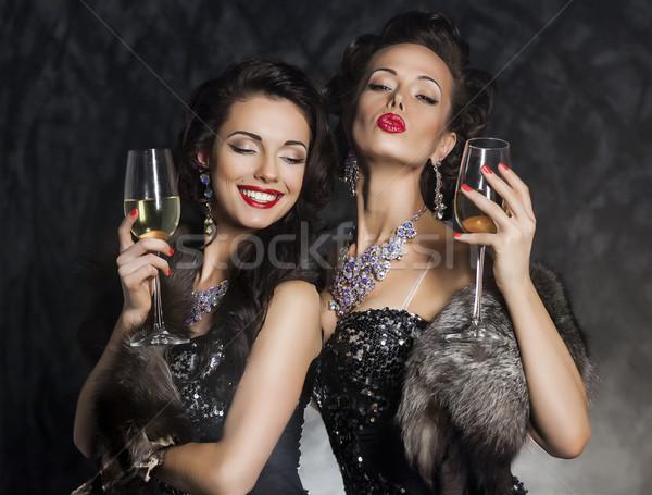 Nowego rok dwa piękna młodych kobiet kieliszki do wina Zdjęcia stock © gromovataya