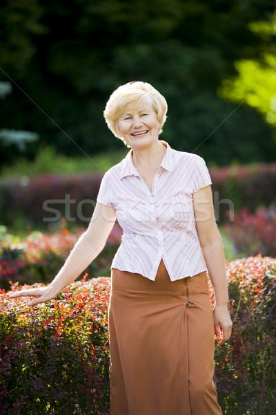 Higgadtság kecses jól kinéző idős nő lezser Stock fotó © gromovataya
