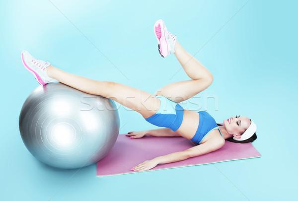 Allenamento attivo donna fitness palla Foto d'archivio © gromovataya