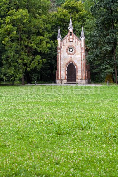 Katolikus kápolna erdő virágok fa kereszt Stock fotó © gsermek