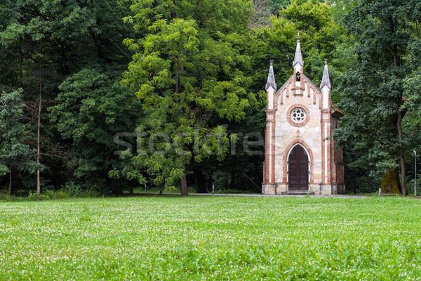 Catholique chapelle forêt fleurs arbre croix Photo stock © gsermek