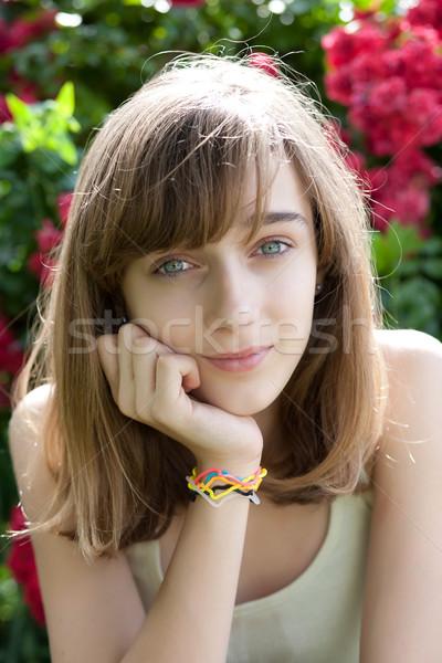 Portrait adolescente jardin de fleurs fleur fille main Photo stock © gsermek