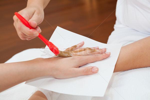 Kéz kezelés terapeuta jelentkezik táplálás maszk Stock fotó © gsermek