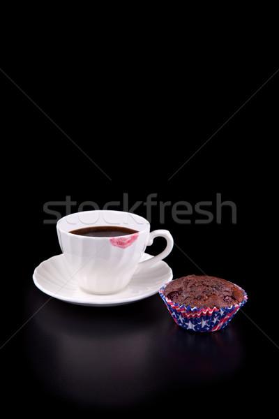 Chaud tasse de café rouge à lèvres rouge muffin noir chocolat Photo stock © gsermek