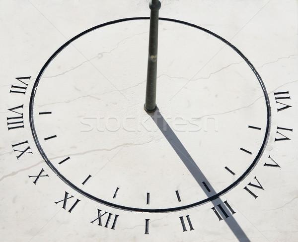 Soleil composer pierre main horloge été Photo stock © gsermek