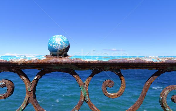 Tenger elöl rozsdás fal nyár óceán Stock fotó © guffoto