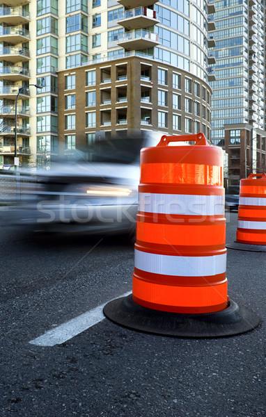 Araç geçmiş büyük turuncu trafik güvenlik Stok fotoğraf © Habman_18