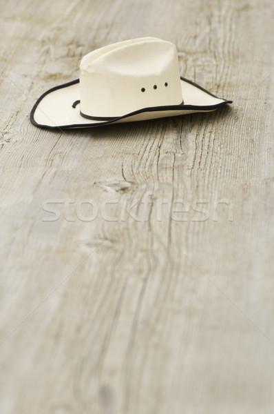 Cowboykalap öreg szalmaszál fából készült palánk koszos Stock fotó © Habman_18