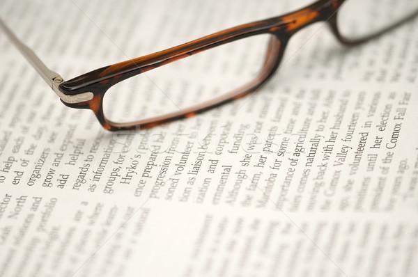Gözlük gazete okuma gözlükleri oturma dar Stok fotoğraf © Habman_18