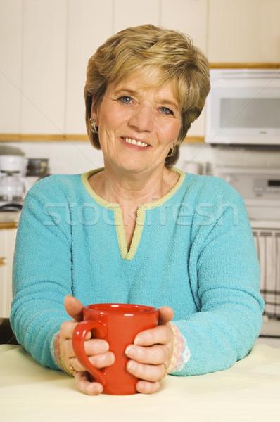 Mutlu kadın kahve kupa mutfak kıdemli Stok fotoğraf © Habman_18