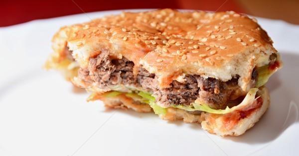 Domowej roboty hamburger brakujący typowy niezdrowej żywności Zdjęcia stock © hamik